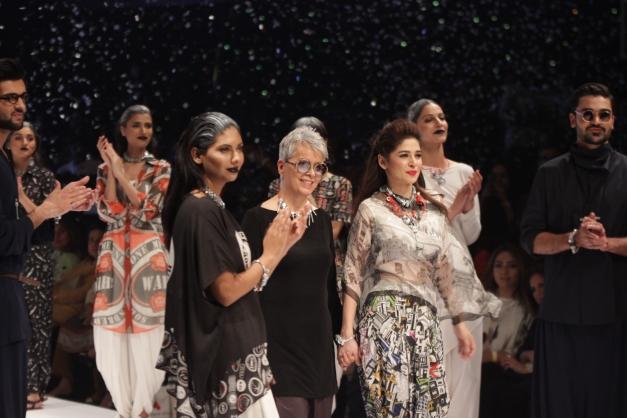 #Gulabo #MaheenKhan #FPW16 #GulabobyMaheenKhan #Gualbopk #FashionForward