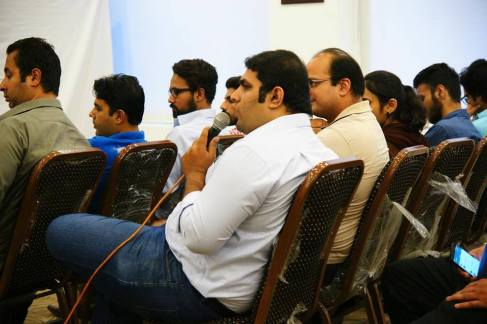 Attendees Interacting with Ali Shan 2